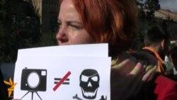 Журналісти під посольством Росії вимагають звільнити Синякова