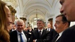 Polt Péter legfőbb ügyész, Kövér László fideszes országgyűlési képviselő, Mészáros Lőrinc, Orbán Viktor bizalmasa és Balog Ádám, az államosított MKB Bank állami felügyelője, majd a privatizált MKB Bank vezérigazgatója 2019. október 31-én