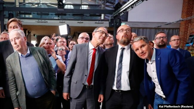 Lideri i članstvo desničarske Alternative za Njemačku (AFD) iščekuju u gradu Madeburgu, prve rezultate izbora za regiju Saksonija-Anhalt 6. juna 2021.