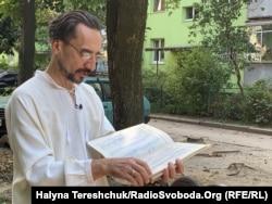 Тарас Семущак показує свої записи