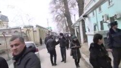 Пулиси Душанбе таҷаммӯи хоҳишмандони кӯчидан ба Русияро пароканда кард
