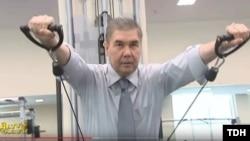 По государственному туркменскому телевидению показывают спортивные достижения президента Бердымухамедова.