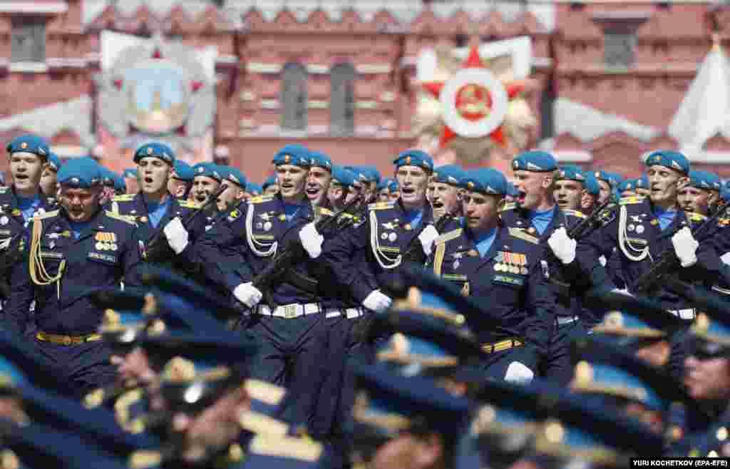 Російські десантники на параді