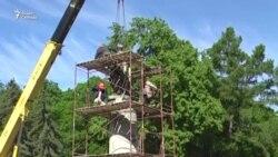 В Чернигове памятник Богдану Хмельницкому развернули спиной к Москве
