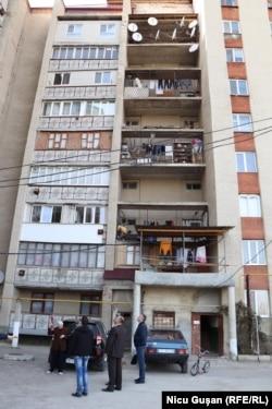 Unul din cele două blocuri de felul celui care s-a prăbușit în iunie 2019 la Otaci