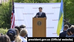 Володимир Зеленський під час виступу в Стенфордському університеті