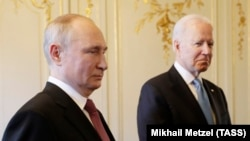 Vladimir Putin (left) and U.S. President Joe Biden at their summit in Geneva on June 16, 2021