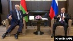 Востаннє Путін і Лукашенко зустрічалися віч-на-віч у середині вересня, також у Сочі, коли Білорусь отримала 1,5 мільярда доларів позики для своєї економіки