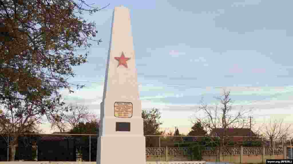 Пам'ятник партизанам Багеровських каменоломень, встановлений після Другої світової війни на одній з вулиць населеного пункту. Каменоломні, розташовані в околицях сел. Багерове, згадуються в історичних документах з 1908 року