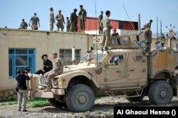 Afganisztánban a vele dolgozó férje mellett sült el egy fegyver, amelynek repeszei Ervin testében landoltak