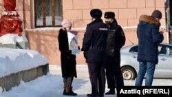 Пикетта катнашучыларны полиция тикшерә