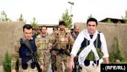 حسامالدین شمس، والی بادغیس با شماری از نیروهای افغان در شهر قلعهنو