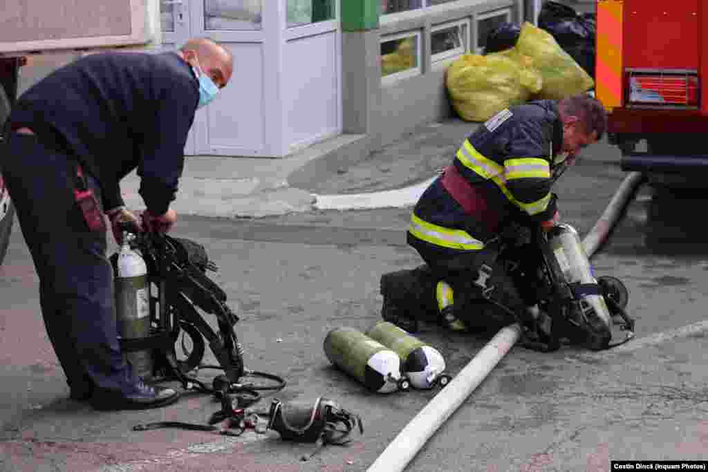 Pompierii au evacuat toți pacienții din spital.