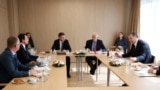 Belgium -- Kosovar Prime Minister Albin Kurti (left) meets with Serbian President Aleksandar Vucic (right) in Brussels, June 15, 2021