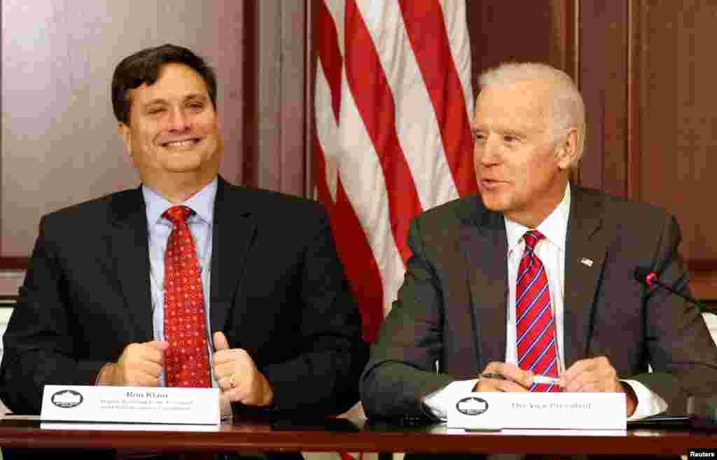 САД - Избраниот претседател Џо Бајден го избра долгогодишниот соработник Рон Клајн за шеф на неговиот кабинетот, една од највисоките позиции во администрацијата што доаѓа.