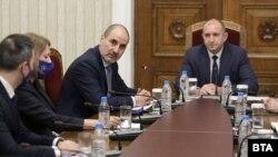 """Цветан Цветанов и представители на партията му """"Републиканци за България"""" по време на консултации при президента. 10 януари 2021 г."""
