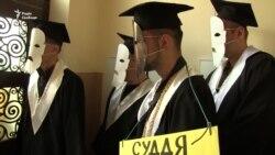 Львівські активісти символічно «поховали» корупцію у судах (відео)