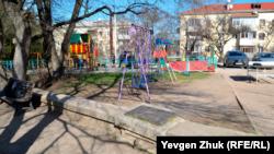 Детская площадка рядом с третьим бастионом