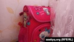 У Вероники, девочки из Уральска, которая пойдет в первый класс, из школьных принадлежностей — один рюкзак и несколько тетрадей.