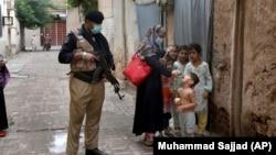 آرشیف، جریان تطبیق واکسین در پاکستان