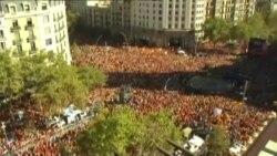 Yüzminlərlə insan Barselonada müstəqilliyə etiraz edir