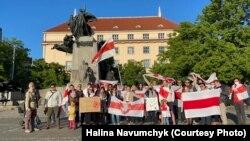 Чехія була однією з перших країн ЄС, яка негайно надала підтримку білоруським активістам та опозиції. Мітинг на підтримку заарештованого журналіста Романа Протасевича в Празі.