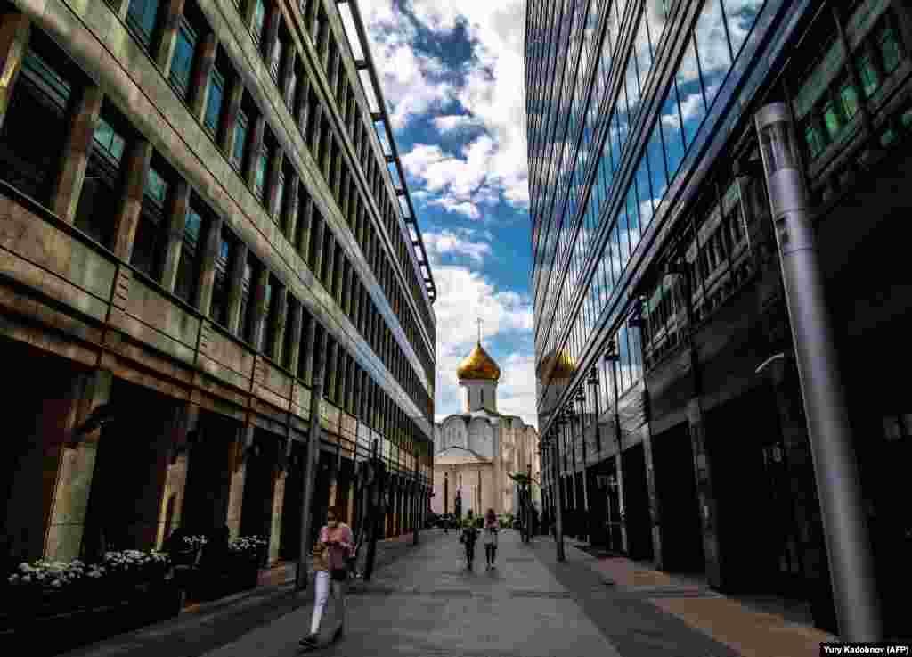A woman walks along a street in central Moscow. (AFP/Yury Kadobnov)