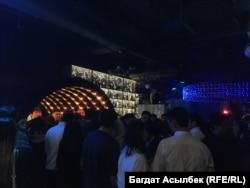 Танцпол в клубе в два часа ночи. Алматы, 27 февраля 2021 года.