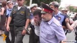 Հայկ Կյուրեղյանը պնդել է, որ իրեն խոշտանգել են ոստիկանության բաժնում