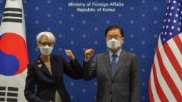 Secretarul adjunct de stat al SUA, Wendy Sherman și ministrul sud-coreean de externe, Chung Eui-yong, în cadrul unei întâlniri la ministerul de externe din Seul, unde Sherman a reiterat poziția SUA privind programul nuclear al Coreei de Nord.