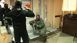 Separatists Remain In Seized Government Building In Ukraine's Makiyivka