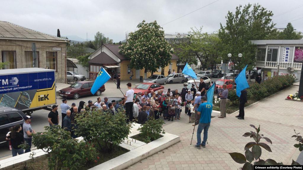 В Судаке почтили память жертв геноцида крымскотатарского народа и прочли дуа (молитвы)