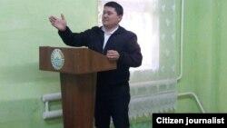 40 ёшли Азиз Аҳмедов Каттақўрғон туман солиқ инспекцияси бошлиғи ўринбосари эди.