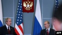کنفرانس خبری ولادیمیر پوتین، رییس جمهوری روسیه با جرج بوش، همتای آمریکایی خود در بندر سوچی روسیه ( عکس: AFP)