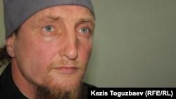 Отец Софроний (в миру Петр Евтихеев) в день заседания суда по делу о его депортации. Поселок Отеген батыр Алматинской области, 24 июля 2013 года.