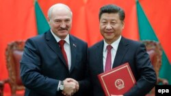 Chinese President Xi Jinping (right) shakes hands with Alyaksandr Lukashenka at a signing ceremony during the Belarusian leader's visit to Beijing in 2016.