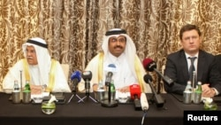 Rusiyanın enerji naziri Aleksandr Novak (sağda), Qətərin enerji naziri Mohammad bin Saleh al-Sada, Səudiyyənin neft naziri Ali al-Naimi Doha görüşü zamanı