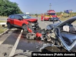 În 30 iulie, în Hunedoara, un șofer beat a provocat un accident în care au fost implicate trei mașini. Au fost răniți trei oameni.