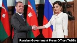 Dmitri Medvedev (solda) və Mehriban Əliyeva