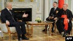 Аляксандар Лукашэнка размаўляе з П'етрам Паралінам