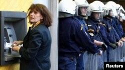 În timpul crizei financiare din Grecia, aprilie 2010