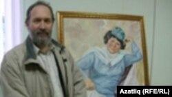 Фәйзрахман Камал үзе ясаган Сара Садыкова портреты янында