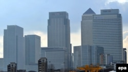 U.K. -- London's financial district at Canary Wharf in London, 05Mar2009
