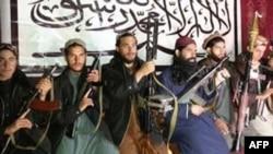 Pakistanski talibani koji su, prema nepotvrđenim informacijama, učestvovali u napadu na školu u Pešavaru fotografisani na nepoznatoj lokaciji