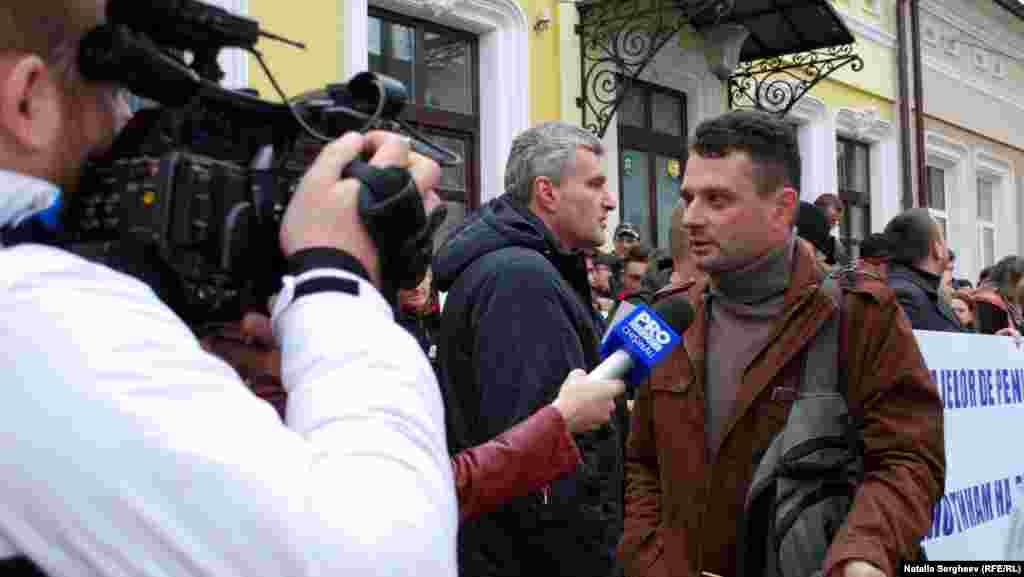 Domnul s-a prezentat Iulian, un locuitor din Chișinău. Spune că cele șase hidrocentrale pe care și le dorește Ucraina vor cauza nu doar probleme ecologice.