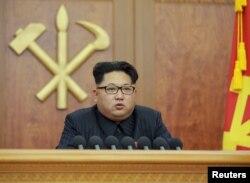 """Ким Чен Ын """"обращается к народу"""". 1 января 2016 года"""