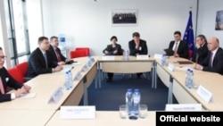 La convorbirile de la Bruxelles: Pirkka Tapiola, Valdis Dombrovskis, Eugen Caras, Andrei Galbur, Pavel Filip (Foto: EU Audiovisual Service)