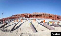 Инфраструктура на острове Д, основной производственный распределитель на месторождении Кашаган. 22 августа 2013 года.