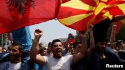 Участники антиправительственной демонстрации. Скопье, 17 мая 2015 года.
