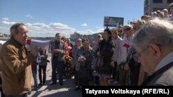 Акция поминовения погибших в годы сталинских репрессий. Санкт-Петербург, 6 июня 2015 года.